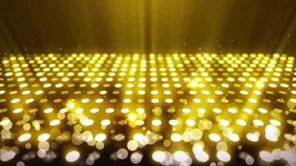 Osvětlení plochy osvětlením mnoha světel. Ukázka abstraktní disco smyčky. Zářící neonové osvětlení a prázdné umístění.