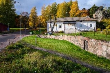 "Картина, постер, плакат, фотообои ""старый дом с прекрасным садом осенью. пригород хельсинки, финлан постеры архитектура"", артикул 314243860"