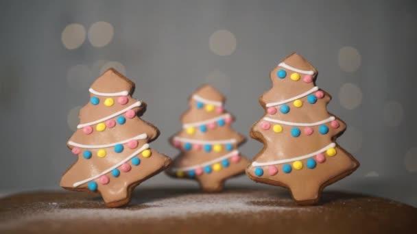 porcukrot csepp a Handmade mézeskalács sütik, karácsonyfák díszített girlandok