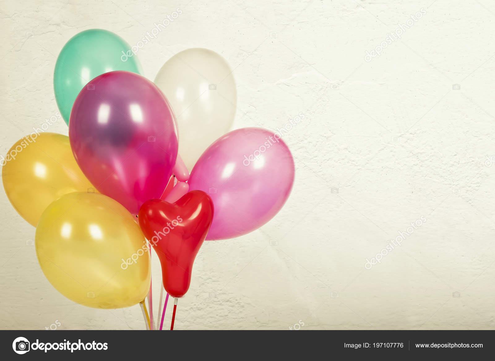 Bunte Luftballons Mit Einem Retro Vintage Filtereffekt Das Konzept