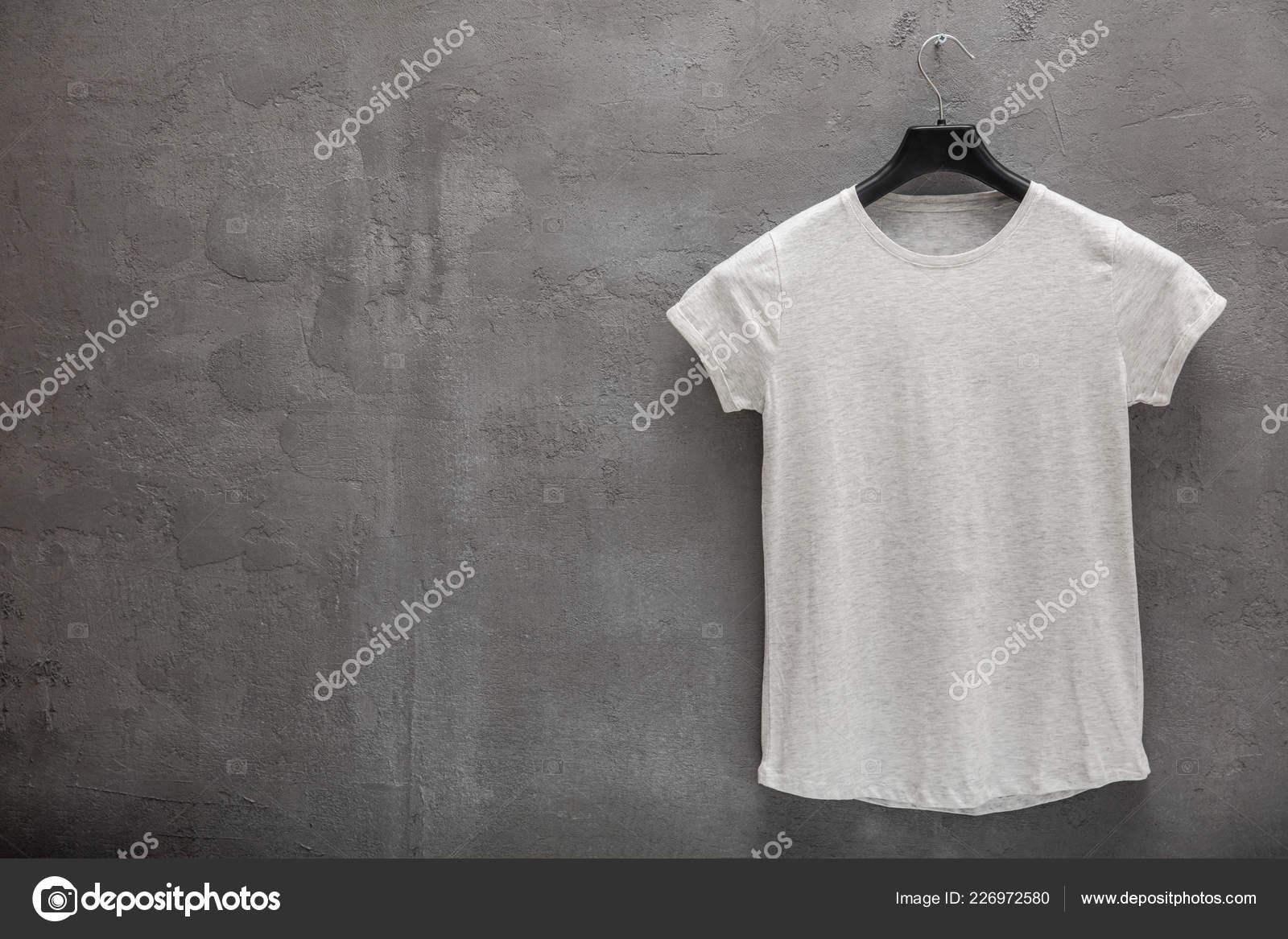low priced d4634 90295 Vorderseite Des Weiblichen Grau Melange Shirt Aus Baumwolle ...
