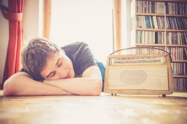 Young man listeining to an retro radio