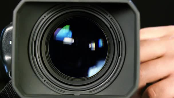Obsluha ovládá fotoaparát 2
