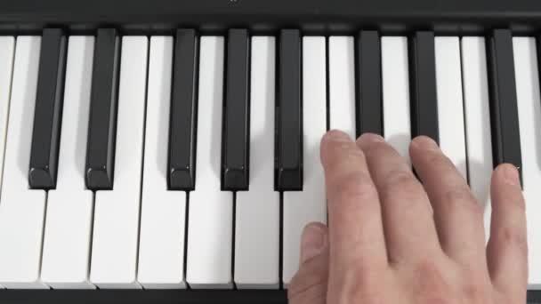 A zongorista, kéz zongorázni. Zene.