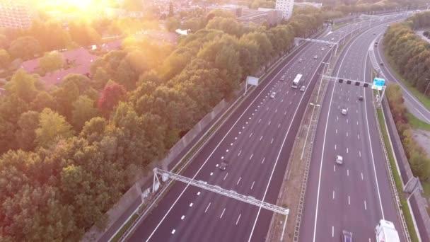 Letecký pohled na dálnici, podzimní sezóna, Zwijndrecht, Nizozemsko