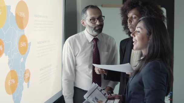 Erfolgreiche fokussierte Partner diskutieren Analytics-Daten