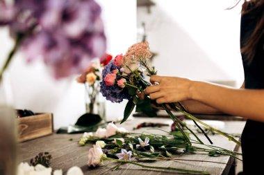 """Картина, постер, плакат, фотообои """"цветочные коллекции букет свежих розовых маленьких роз и синих гортензий в цветочном магазине цветы орхидеи подсолнухи сакура"""", артикул 243525262"""