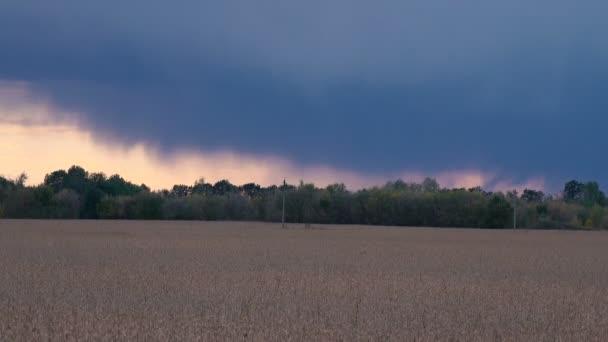 Krásné barevné nebe při západu slunce