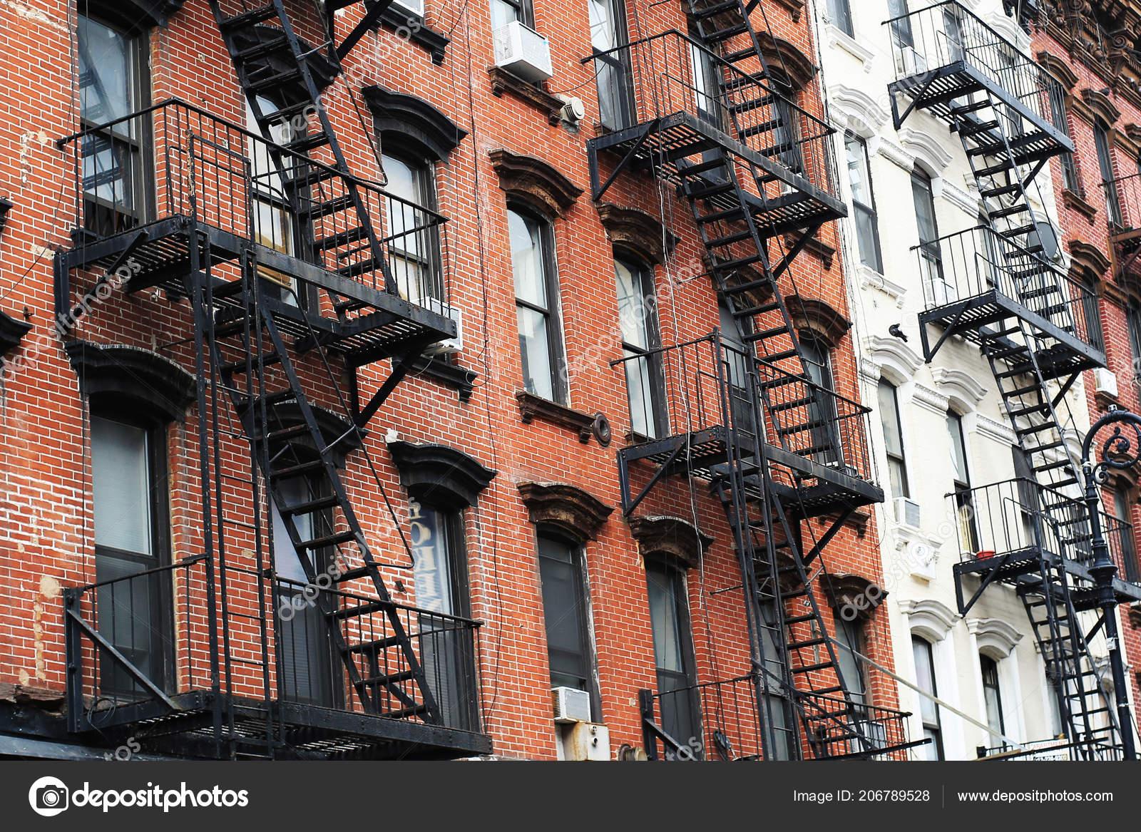 Scale In Ghisa.Facciate Degli Edifici New York City Con Scale Ghisa Foto