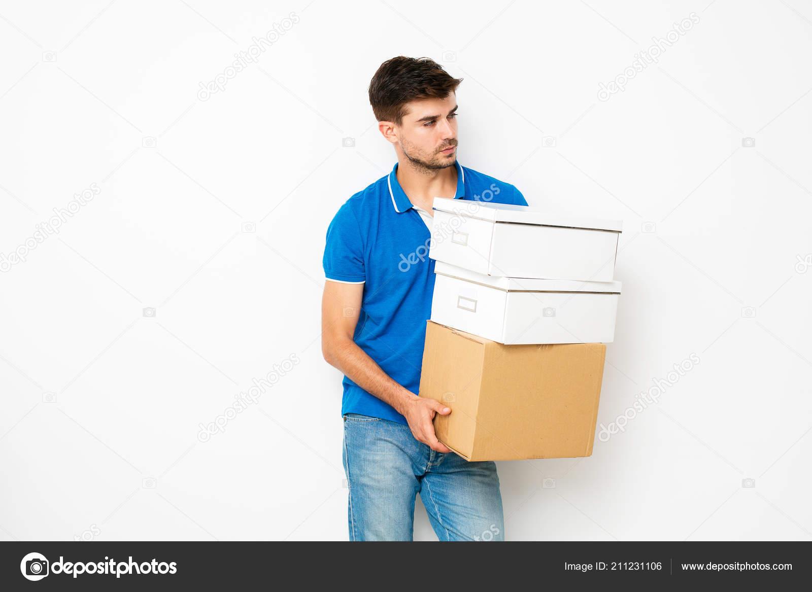 a7b0cf37f47 Молодой Человек Синей Рубашке Переезд Новое Место Личные Вещи ...