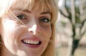 kültéri vonzó Érett szőke nő portréja