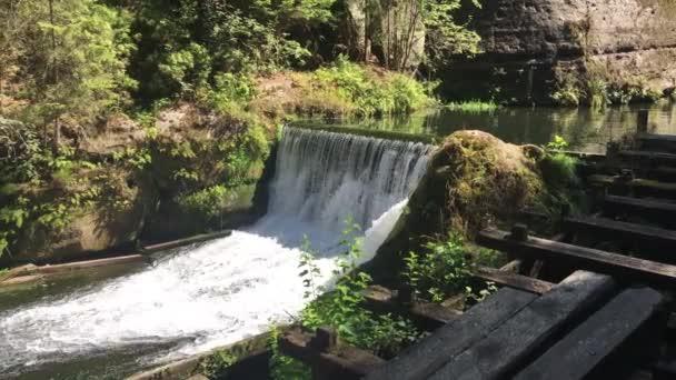 Vodopád v lese, národní park český Švýcarsko