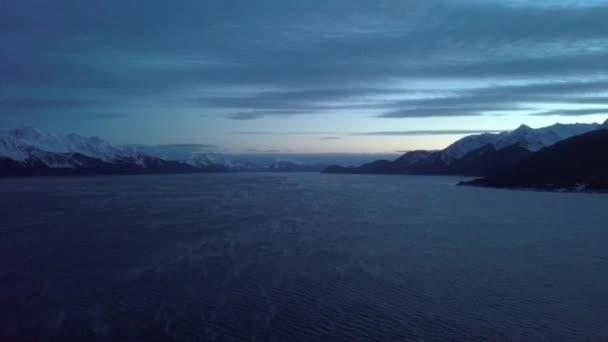 A vadon élő alaszkai vadonban téli tájat