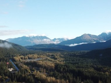Spring and summer in Alaska with wildlife and avalanches