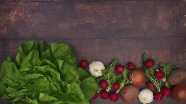 Zelenina na dřevěném stole-video pro animaci Stop Motion