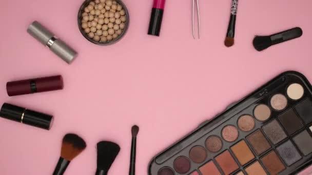 Töltsük fel kozmetikai szépségápolási termékek és eszközök-stop motion animáció