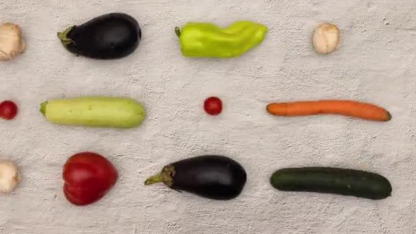 Pohled na zeleninu v kuchyňském stole