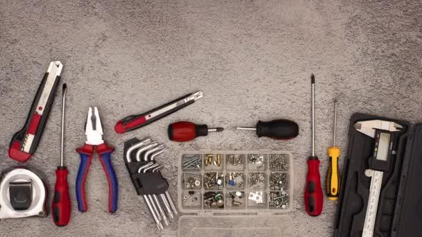 Zastavit animaci stavebních a samoobslužném nástrojů a klečů, které se pohybují