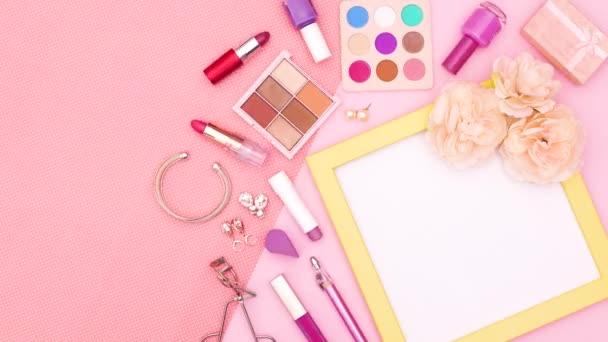 Smink termékek és kiegészítők sárga keret szöveg vagy logó rózsaszín téma. Állj!