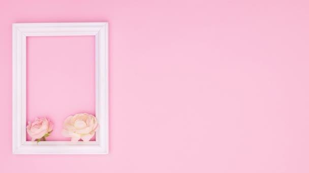 Krásné růžové růže a romantický rámeček pro text na růžové téma. Zastavit pohyb