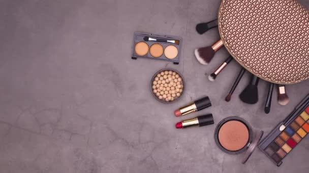 Smink kozmetikai termékek sötét téma kit. Állj!
