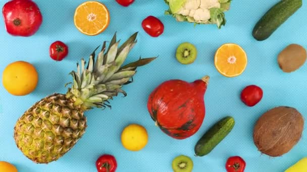 Čerstvé ovoce a zelenina pohybovat vlevo vpravo na modré téma. Zastavit pohyb ovoce a zeleninový tanec