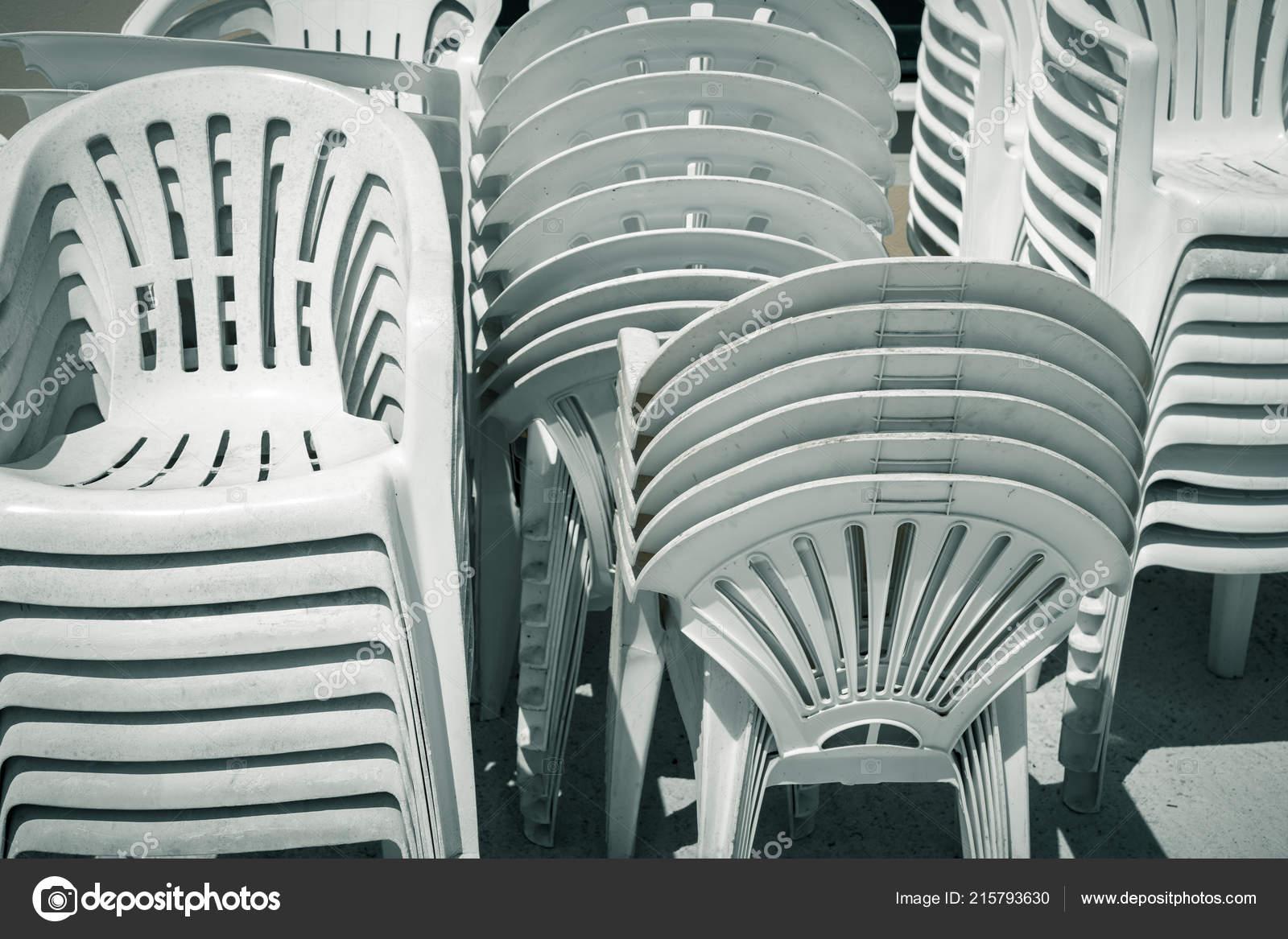 Stock Sedie In Plastica.Sporchi Vecchi Pile Sedie Plastica Foto Stock C Narimbur 215793630