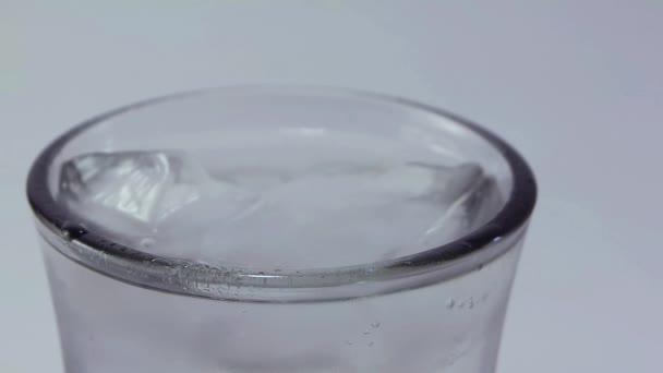Extrémní uzavření až ke skleněné horní části s Karbonovanou tekutinou