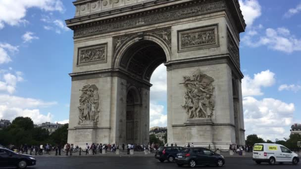 Cars driving around the roundabout with the Arc De Triomphe in Paris