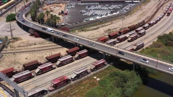 Güterzugbrücke und Verkehr, Ashdo, Israel - Luftaufnahme