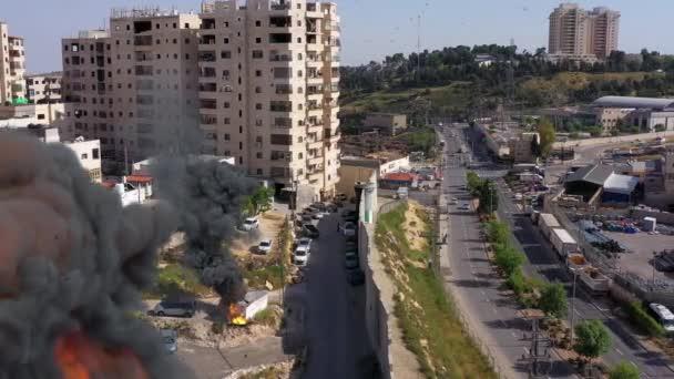 Izrael a Palestina rozděleny zdí s kouřem a ohněm Anata uprchlíci Tábor a strážní věž Idf, letecký pohled