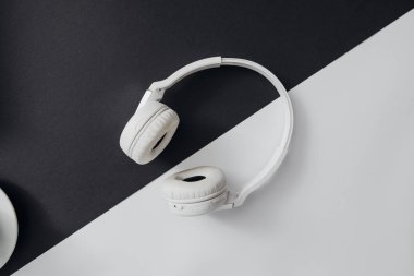 From above photo of white wireless headphones.