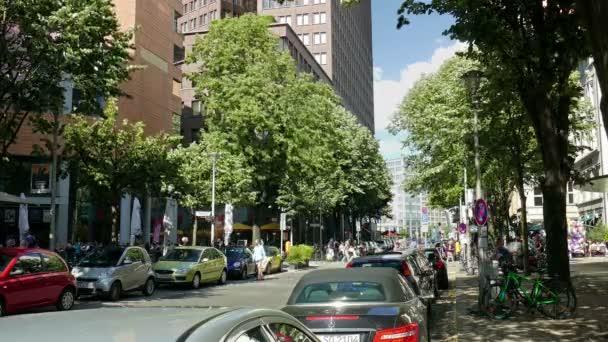 Berlin, Deutschland - Juli 2015: Ansicht der alten Potsdamer Straße in Berlin, Deutschland