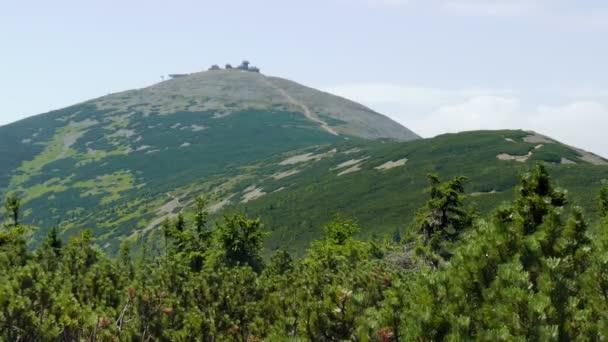 Hora Sněžka nebo Sněžka. Nejvyšší bod v České republice