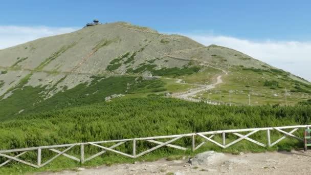 Sněžka (Česká) nebo hora Sniezka (polsky). Krkonoše/Karkonosze