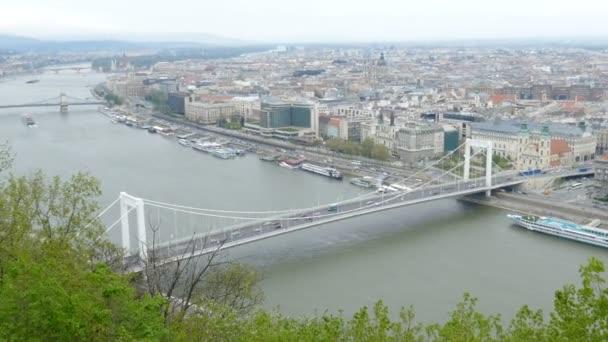 Budapest panorámája. Erzsébet híd és Duna