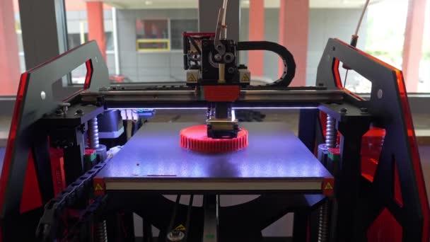 3D Drucker. Leiter der 3D-Drucker In Aktion