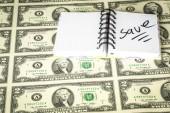 Sok készpénz számlák és egy jegyzetfüzet, kivéve írva, hogy