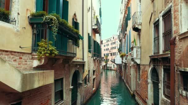 Gyönyörű kilátás a kis csatorna street, Velence, Olaszország