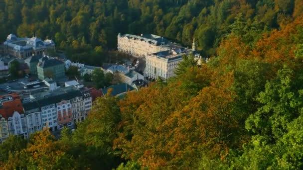 Letecký pohled na Karlovy Vary v západu slunce