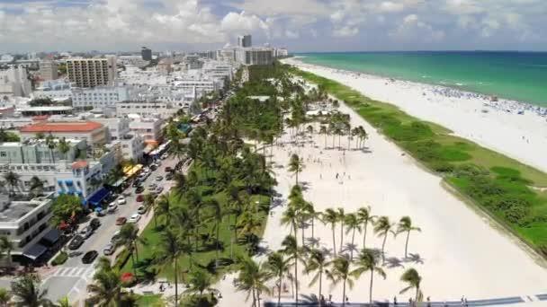 Miami-South Beach-Lummus Park, oceánská cesta a pláž X2 50 FPS 200 MB/s dlouhý Vzdušný záběr jižní pláže, Miami, US-Lummus Park se volejbalovým dvorem, Ocean Drive a pláže (X2 Speed 50fps 200 MB/s)
