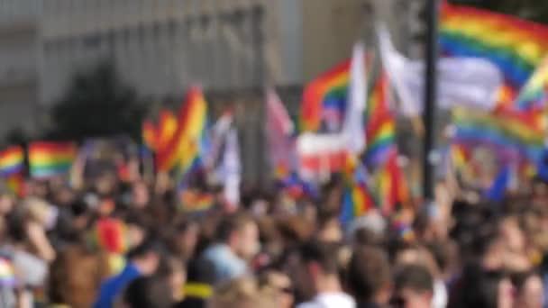 Rozostření pozadí dav duhové vlajky Lgbtq Gay pride parade, oslava
