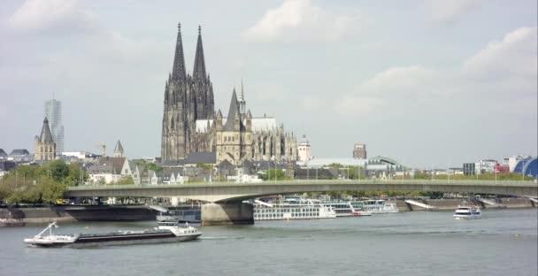 Kölner Dom am Rhein 4k