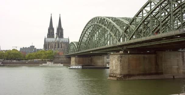Hohenzollernbrücke und Kölner Dom 4k