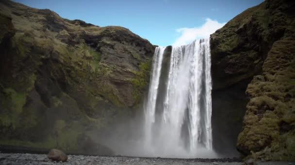 skogafossův vodopád v souostroví