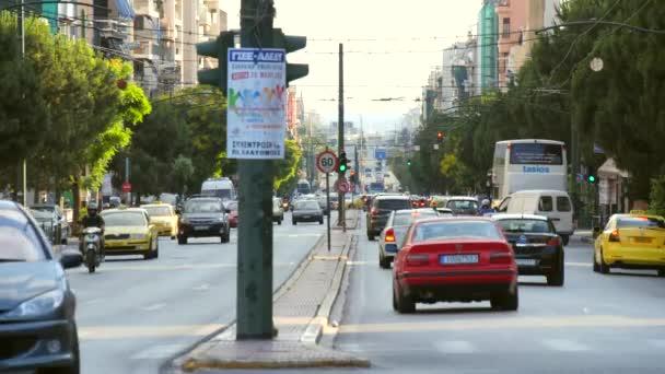 Rušné cesty v centru Athén