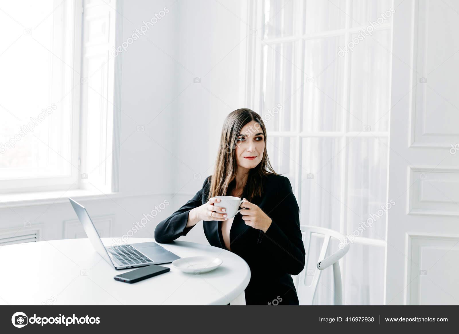 Работа для темных девушек работа веб моделью на дому
