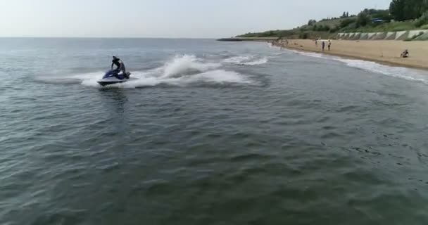 relaxace na pláži, jízda na kole vody