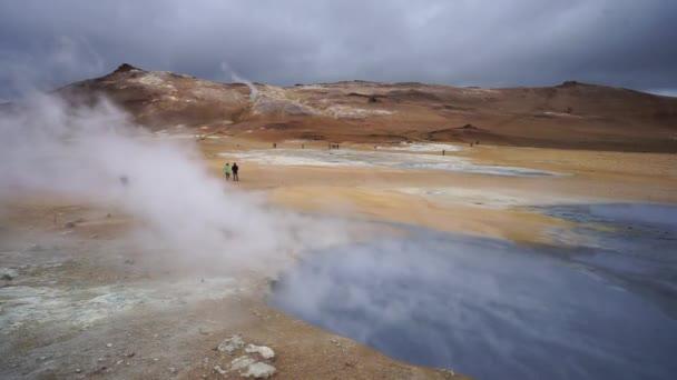 Tekintettel a termál-tó pezsgő medence a WAI-O-Tapu közelében Rotorua, Új-Zéland