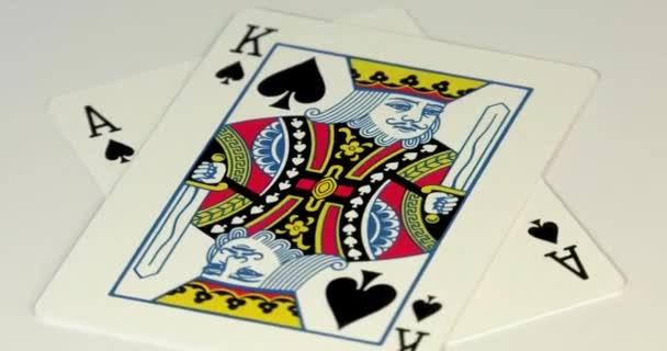 Kombinace dvaceti jedné karty v blackjack a poker s hrací kartou.